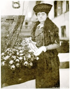 Miss Lillie Getchell launches USS Twiggs in 1918