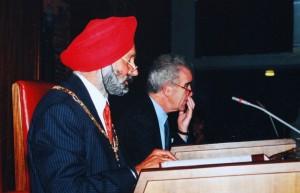 Mota and Chief Executive Ian Caulfield © Mota Singh
