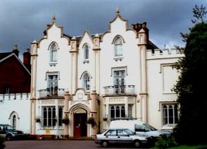 Oak House (Geograph)