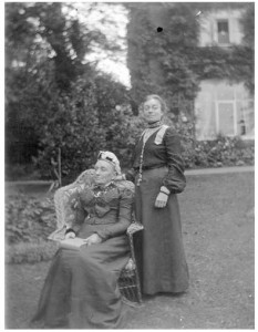 Mary Dormer Harris and her Mother circa 1900, Copyright Windows on Warwickshire, LSAGM
